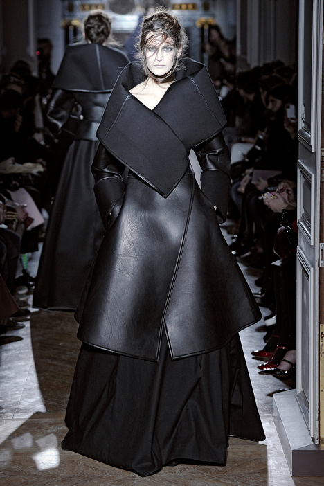 dezeen_Autumn-Winter-2013-collection-by-Gareth-Pugh_33